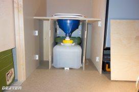 Der Urin fliesst direkt in einen 10 l Kanister